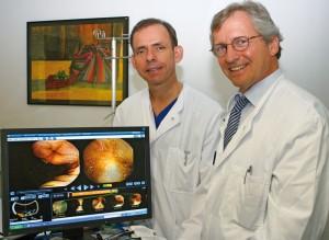 Dr. Gero Moog und Dr. Johannes Heimbucher arbeiten am Marienkrankenhaus Kassel Hand in Hand, um ihren Patienten die bestmögliche Versorgung zu garantieren. Foto: Helga Kristina Kothe