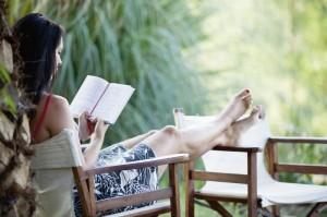 Gibt es etwas Schöneres, als viel Zeit mit einem spannenden Buch zu verbringen? Foto: istockphoto.com
