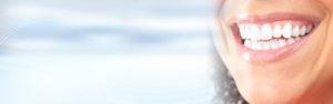 Makellose Zähne sind im Trend: Eine Aufhellung sorgt für eine attraktive Zahnfarbe. Foto: © Kurhan - Fotolia.com
