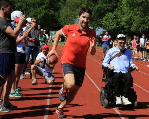 Machte beim Promi-Rennen mit: Schauspieler Samuel Koch (rechts im Bild). Foto: DOSB/Treudis Naß