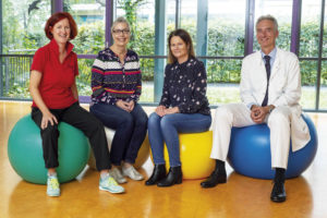 Freuen sich über die positive Resonanz auf das neue Sportangebot: Jacqueline Gebhardt, Stephanie Kuhl, Antje Hirdes und Prof. Dr. Thomas Dimpfl. Foto: Gesundheit Nordhessen